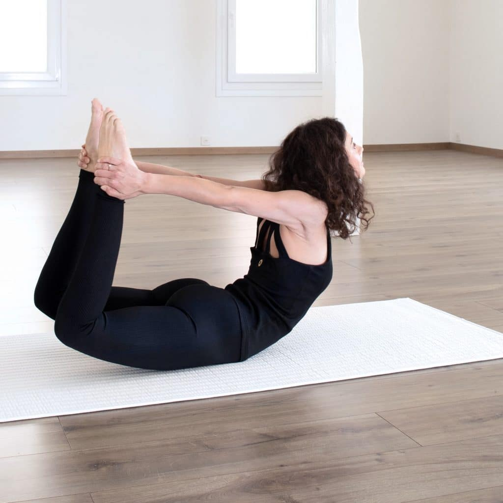 Yogaübung auf nachhaltiger Baumwollmatte von terrtus