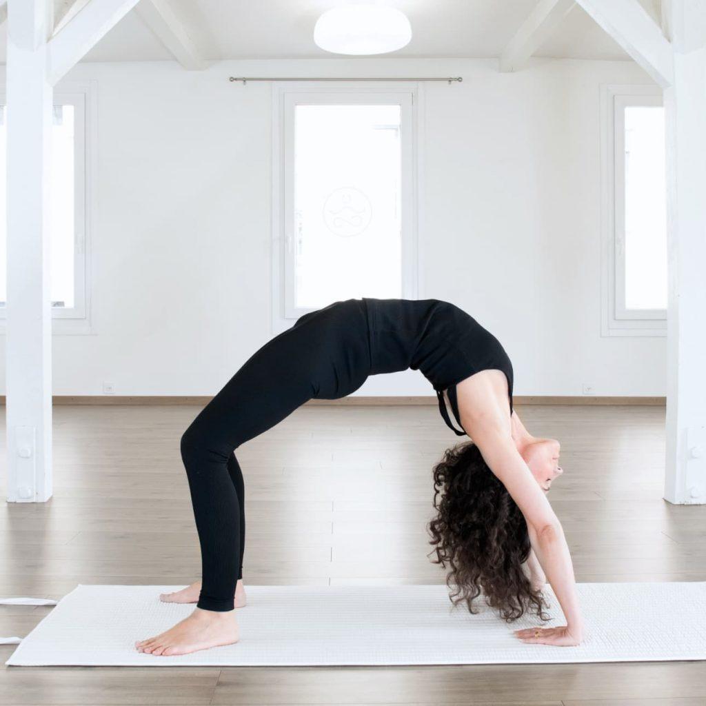 Yoga Brücke auf nachhaltiger Baumwollmatte von terrtus