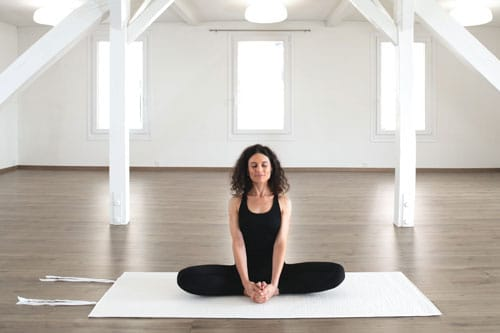 Baumwoll-Yogamatte-sitzend