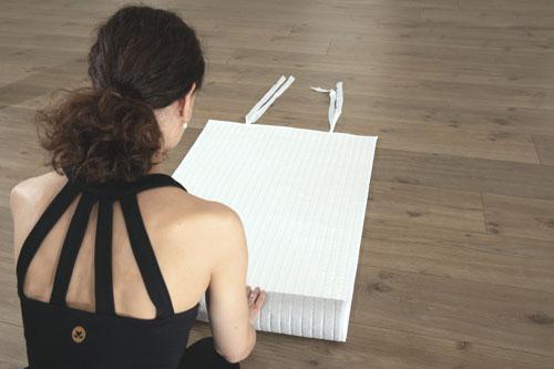 Baumwoll-Yogamatte-zusammenrollen