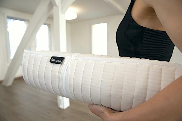 Nachhaltige Yogamatte aus 100% Baumwolle.